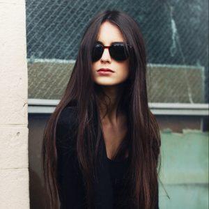 Koyu Saçlar İçin Güneş Gözlüğü